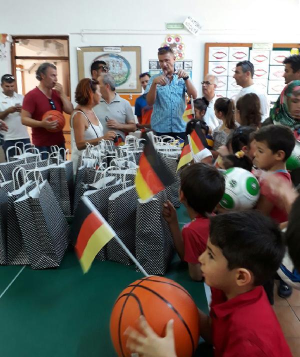 Alman Konsolosluğu'ndan okula yardım