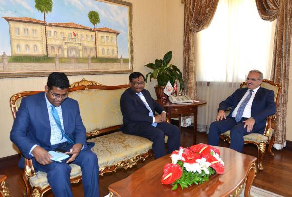 Bangladeş Büyükelçisi Valiliği ziyaret etti
