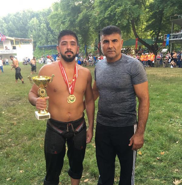 Şampiyon güreşçi