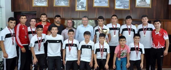 Güreşçiler Türkiye ikincisi oldu