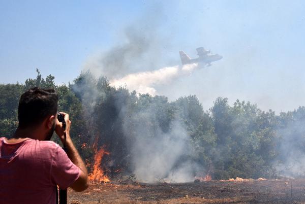 Antalya'da korkutan yangın; 5 ev boşaltıldı