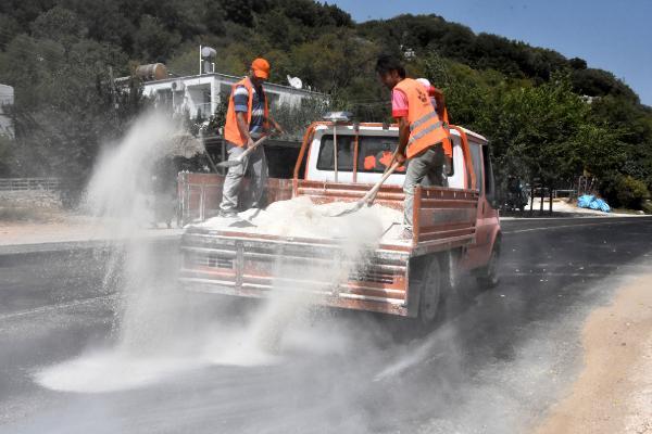Eriyen asfalta tozlu önlem