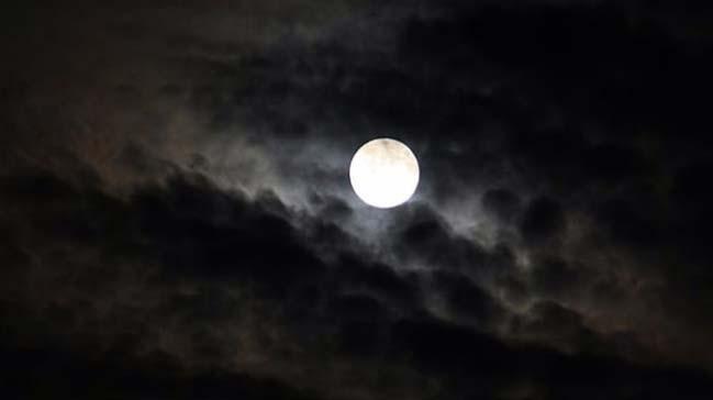 Bugün parçalı ay tutulması var