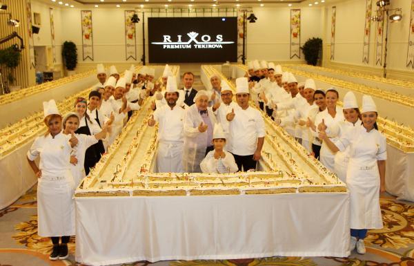 633.3 metrelik meyveli kek Guinness'e aday