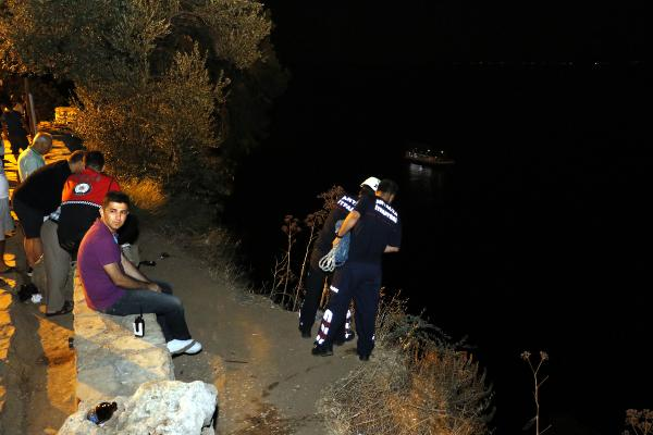 Tatil için geldiği Antalya'da falezlerden düşüp, öldü
