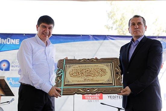 Türel: 'Turistler Ulu Cami'yi görmek için sıraya girecek'