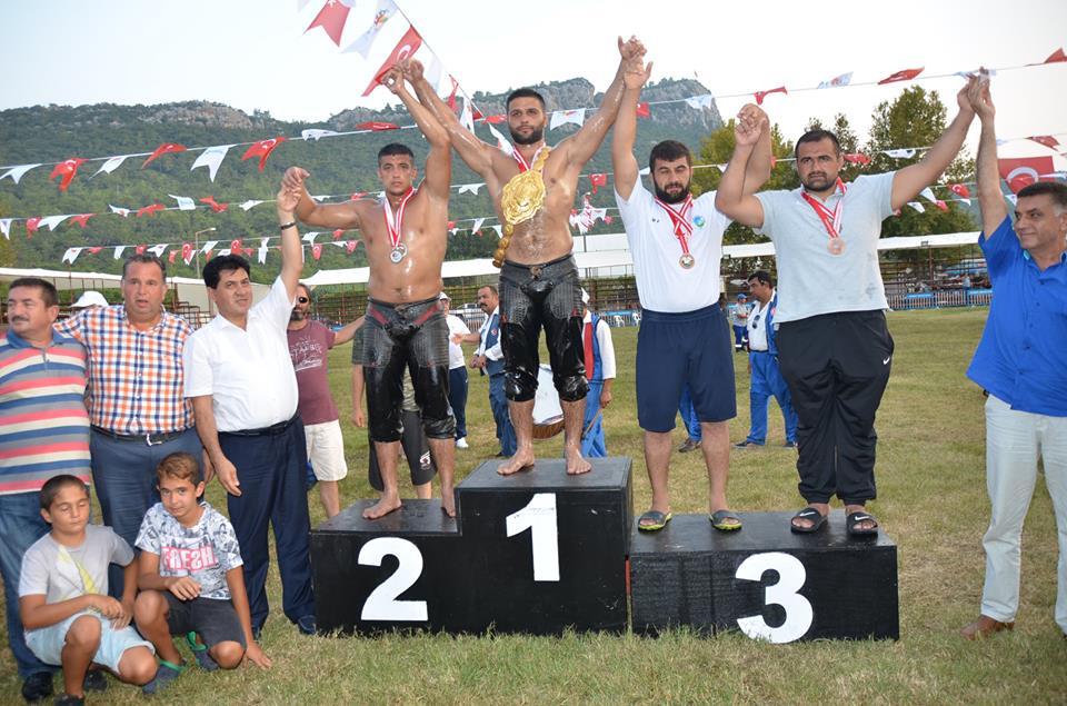 Altın Nar Pehlivan Güreşleri'nde Serhat Gökmen, finalde İsmail Erkal'ı yenerek başpehlivanlığı kazandı.