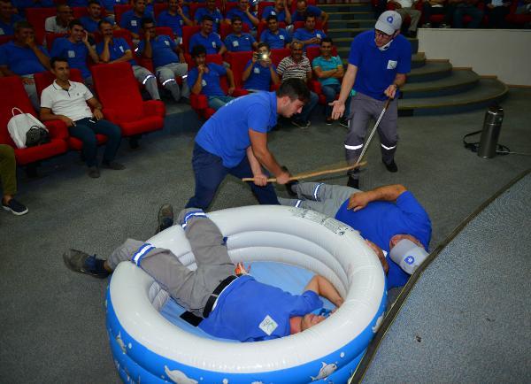 İlaçlama ekibine tiyatrolu eğitim
