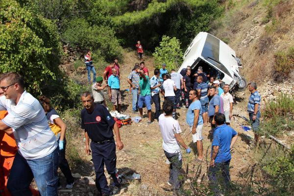 Adrasan da tur midibüsü şarampole devrildi: 5 ölü, 26 yaralı