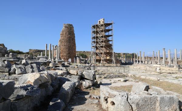 Perge'nin Helenistik kuleleri restore ediliyor
