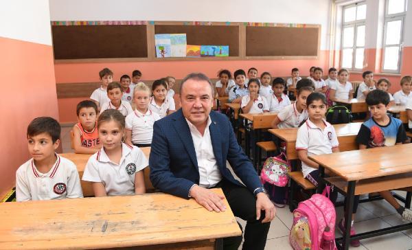 Başkan Böcek'ten öğrencilere ziyaret