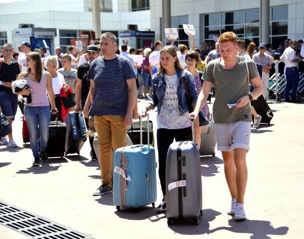 Antalya 8 milyon turiste koşuyor