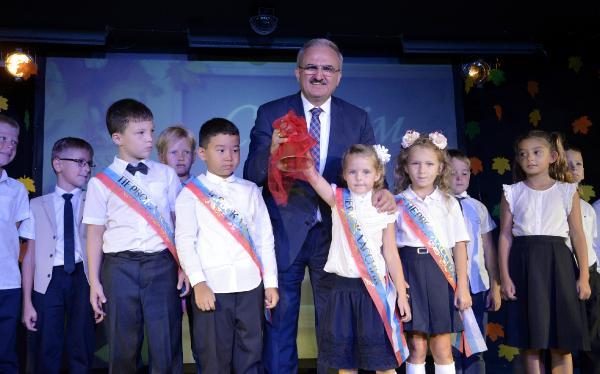 Antalya'da Rus okulunun ilk ders zilini Vali çaldı