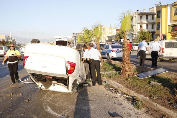 Otomobil, tur midibüsüyle çarpıştı: 1 ölü