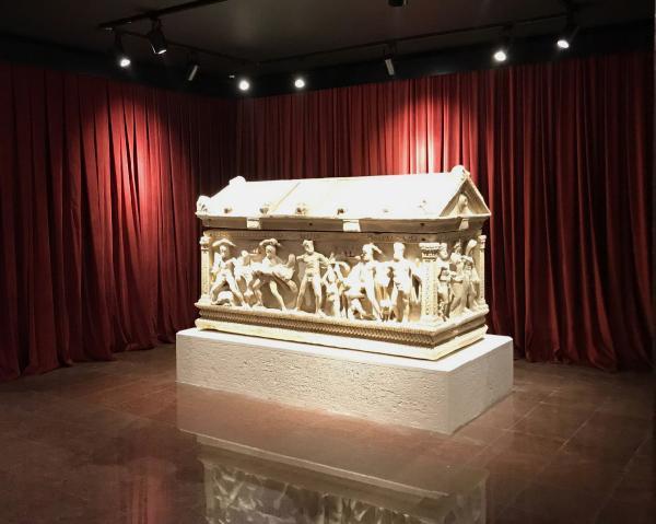 Herakles fotoğrafından müze müdürüne kınama