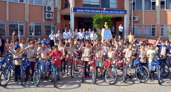 Kemer'de 142 öğrenciye bisiklet