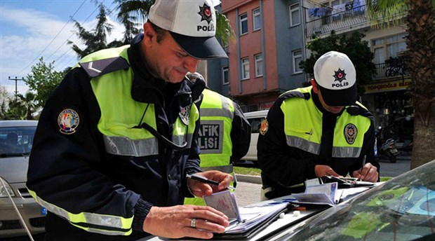 Antalya'da bir günde 563 sürücüye 108 bin 733 TL ceza