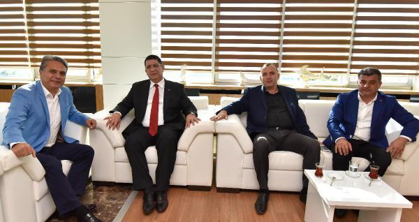 Başkan Uysal'a Dere'den teşekkür plaketi