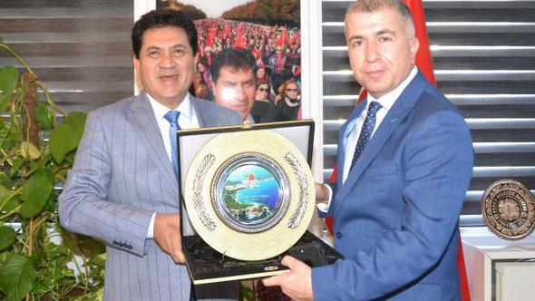 Başkan Gül'e nezaket ziyareti