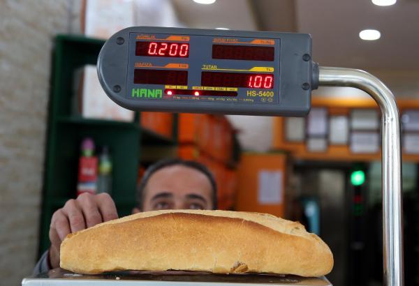 Antalya'da ekmeğin gramajının düşürüldüğünü birçok kişi fark etmedi