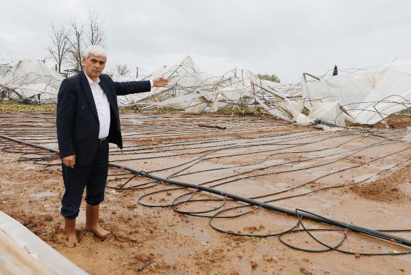 Antalya'da hortum, serada ve tarım alanlarında hasara yol açtı