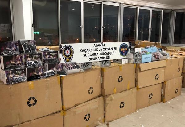 Alanya'da 67 bin kaçak güneş gözlüğü ele geçirildi