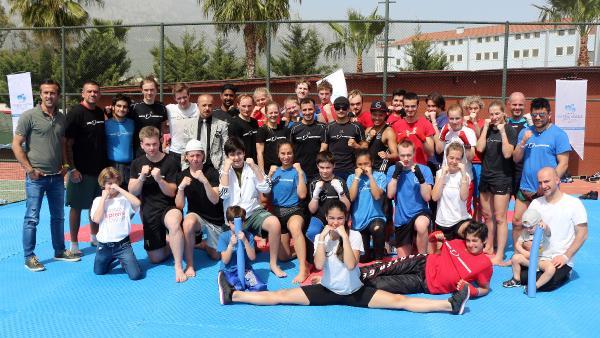 Norveçli kick boks sporcuları Kemer'de kampta