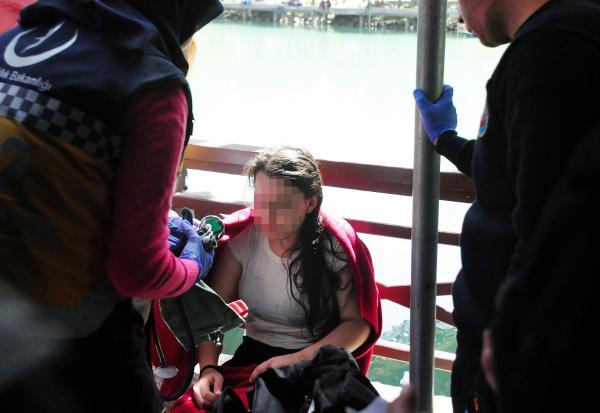 Köprüden atlayan kızı, bot işletmecisi kurtardı