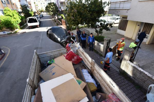 Evden 5 kamyon çöp çıkarıldı