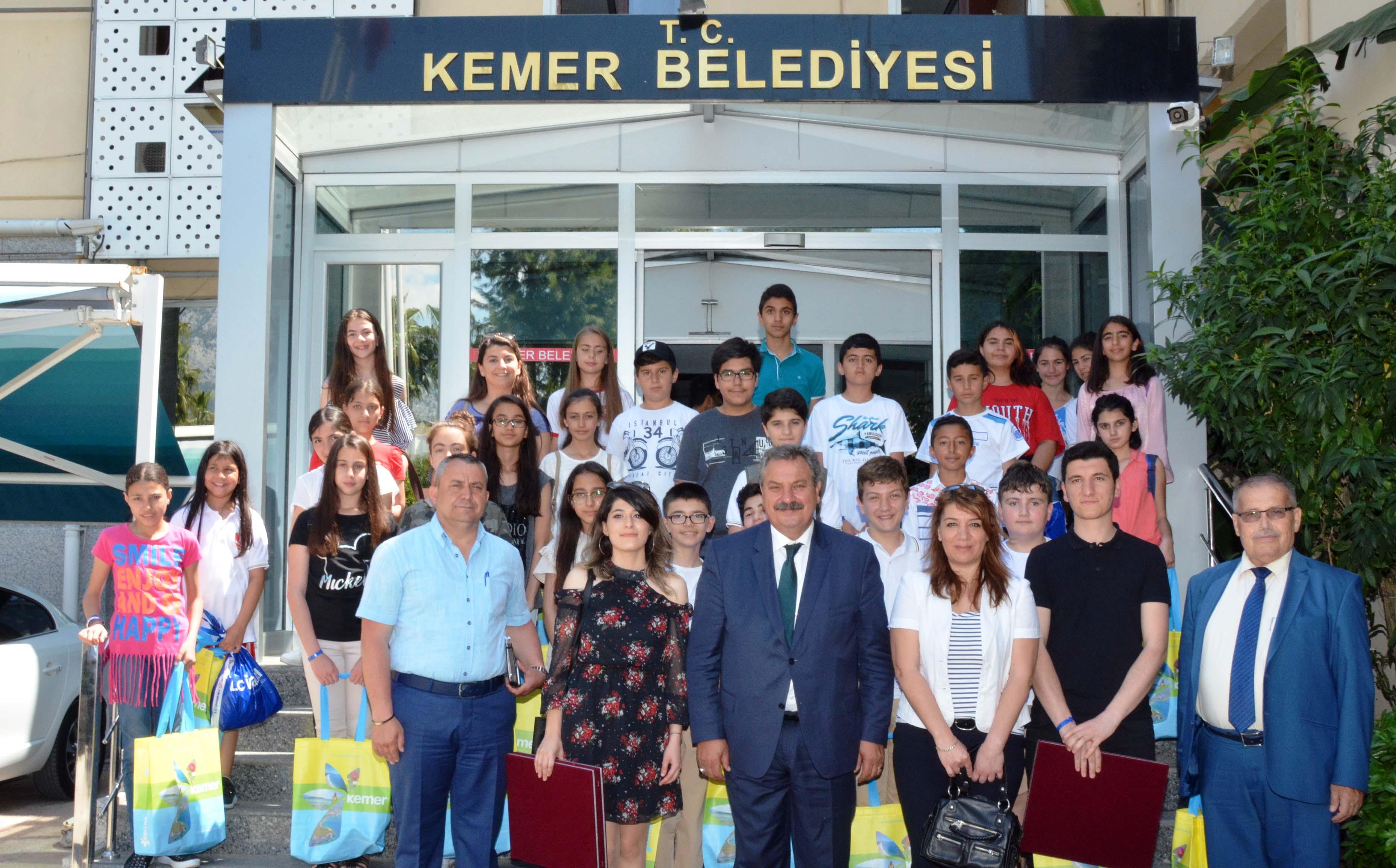 Tuncelili öğrenciler Kemer'de ağırlanıyor