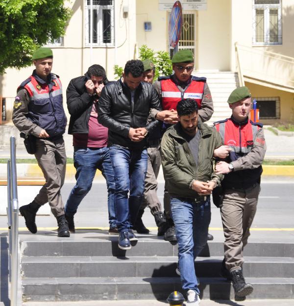 Manavgat'ta teknede 44 kaçak yakalandı
