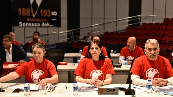 Belediye meclisine Atatürk tişörtleriyle katıldılar