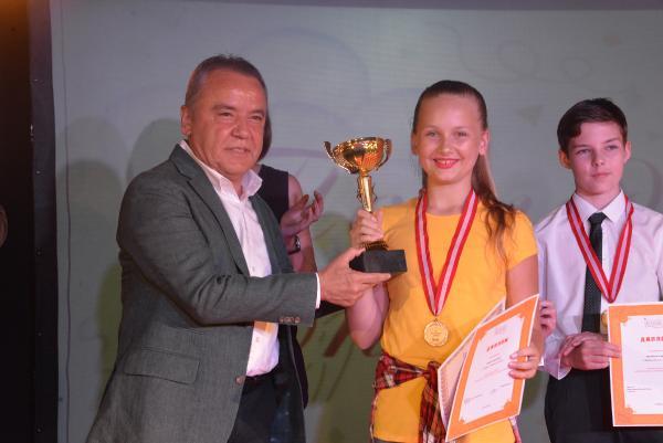 Antalya'da Rus öğrencilerin karne sevinci