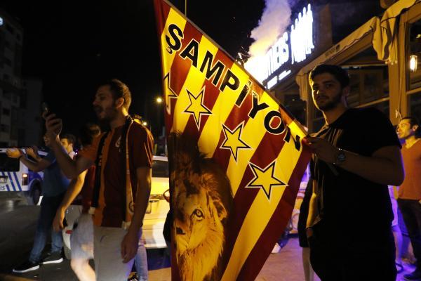 Antalya'da sarı-kırmızı şampiyonluk sevinci