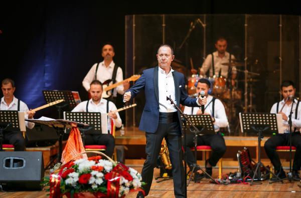 Sümer Ezgü'den Kazakistan'da konser