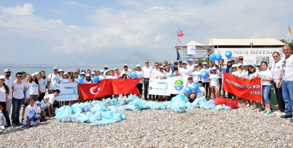 Konyaaltı sahili ve deniz dibinde temizlik