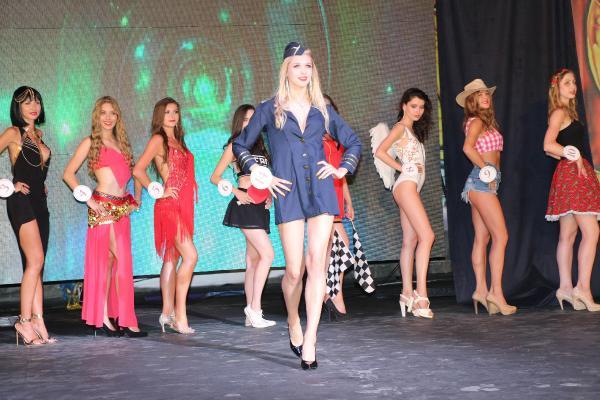 Polonyalı güzeller Kemer'de yarıştı