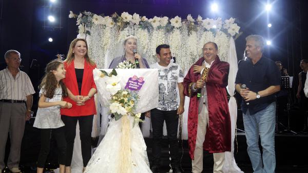 Funda Arar ve eşine sürpriz 'nikah tazeleme' töreni