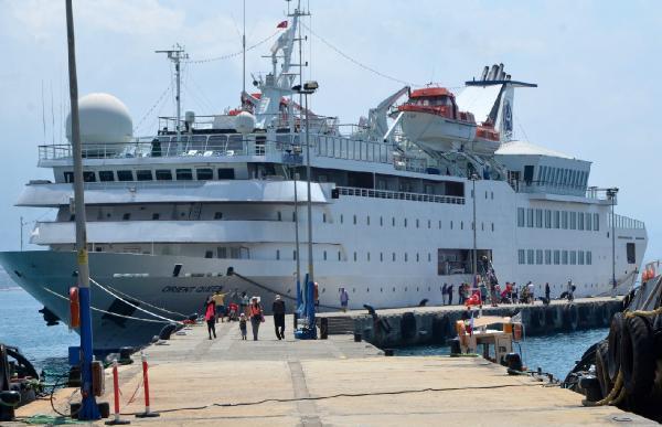 Lübnanlı turistleri taşıyan 'kruvaziyer' Alanya'ya geldi
