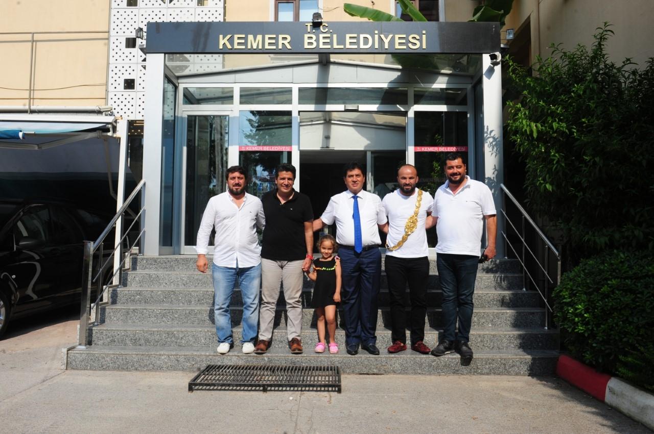 Başkan Gül'den Orhan Okulu'ya 10 altın