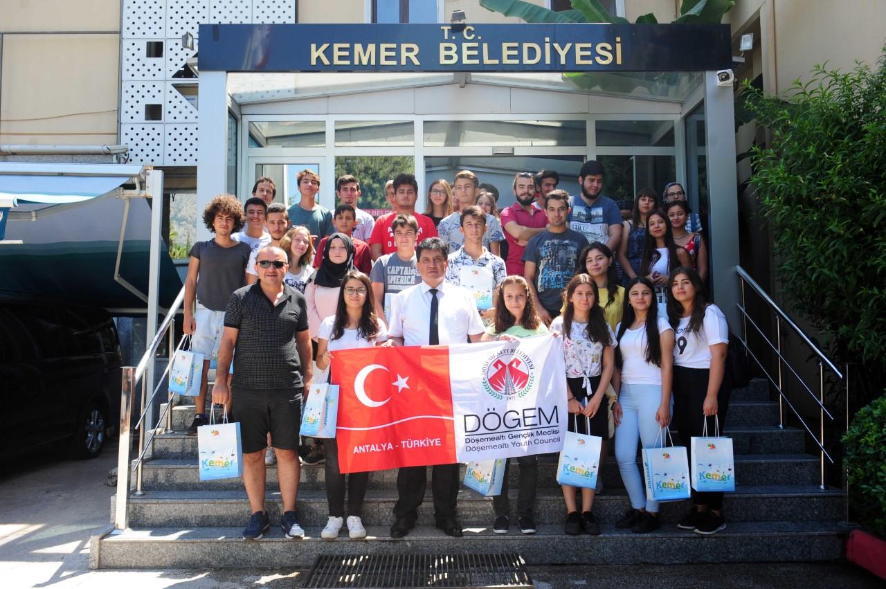 Başkan Gül'den, gençlere öğütler