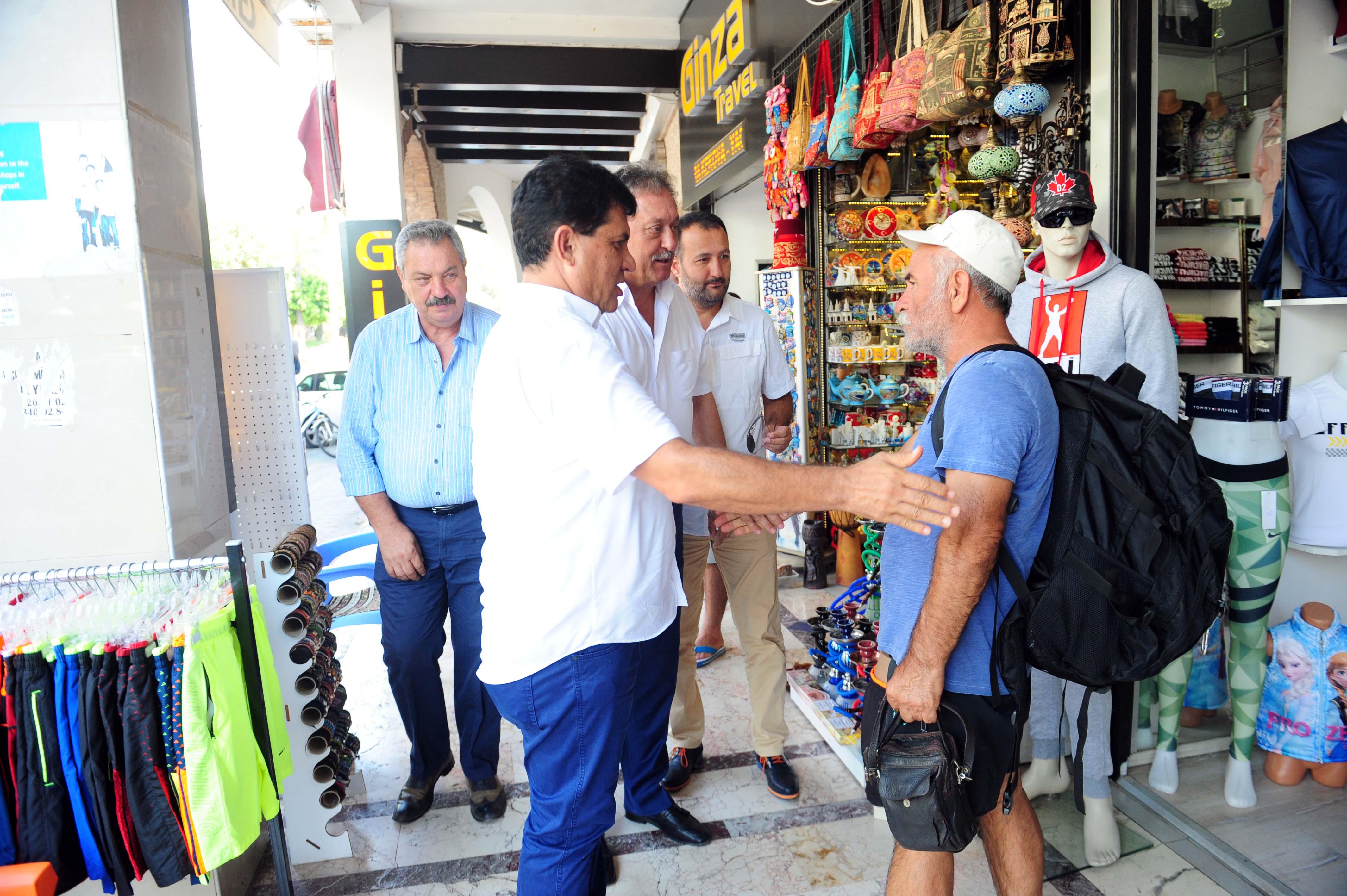 Başkan Gül esnafla bayramlaştı