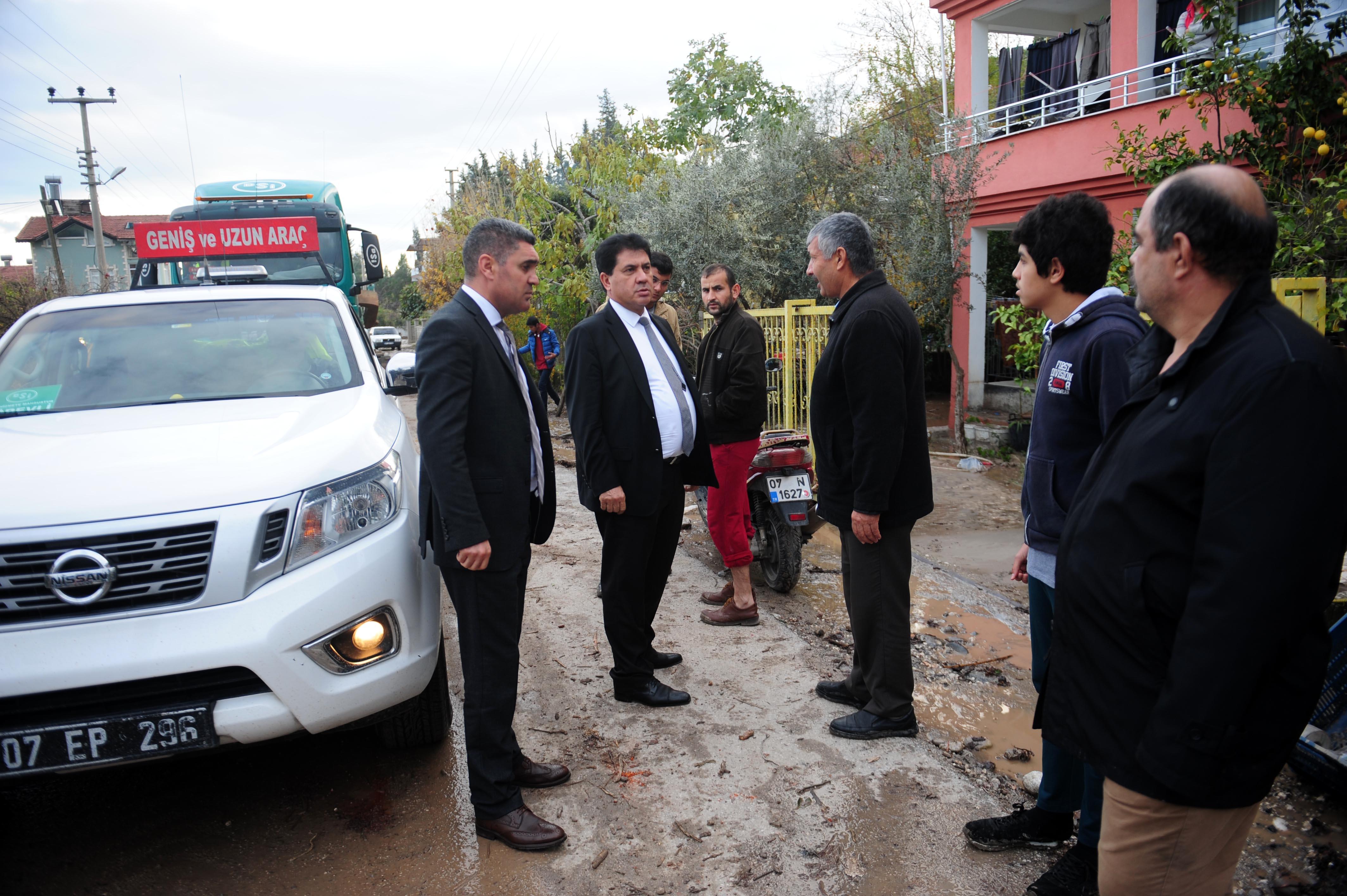 Başkan Gül sel bölgesini inceledi