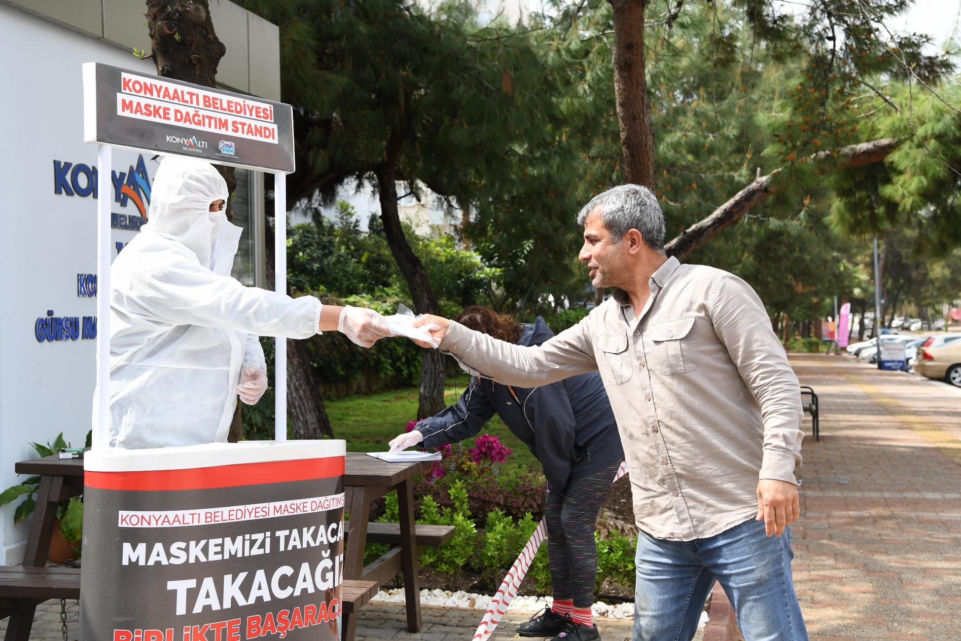 Konyaaltı Belediyesi, nüfusunun 5 katı maskeyi halka ulaştırdı