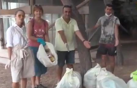 Svetlana, Kemer'de köşe bucak temizlik yapıyor