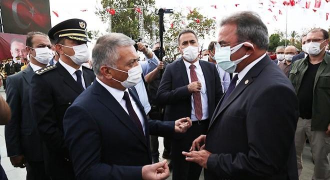 Antalya'da çelenk töreninde tartışma