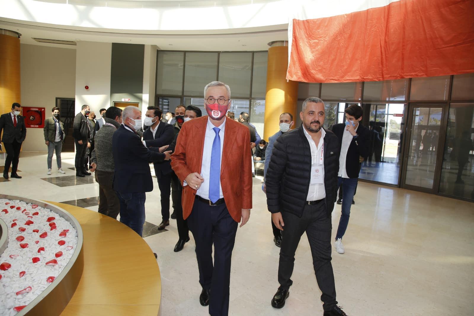 Antalyaspor A.Ş. Yönetim Kurulu'nda görev dağılımı gerçekleştirildi.