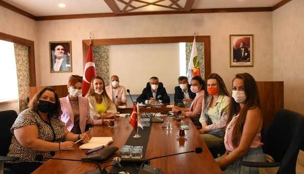 Yerleşik Rus Gelinler Kemer Tanıtımı İçin Çalışıyor!