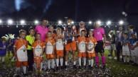 Turist çocuklarının futbol turnuvasını Cüneyt Çakır yönetti